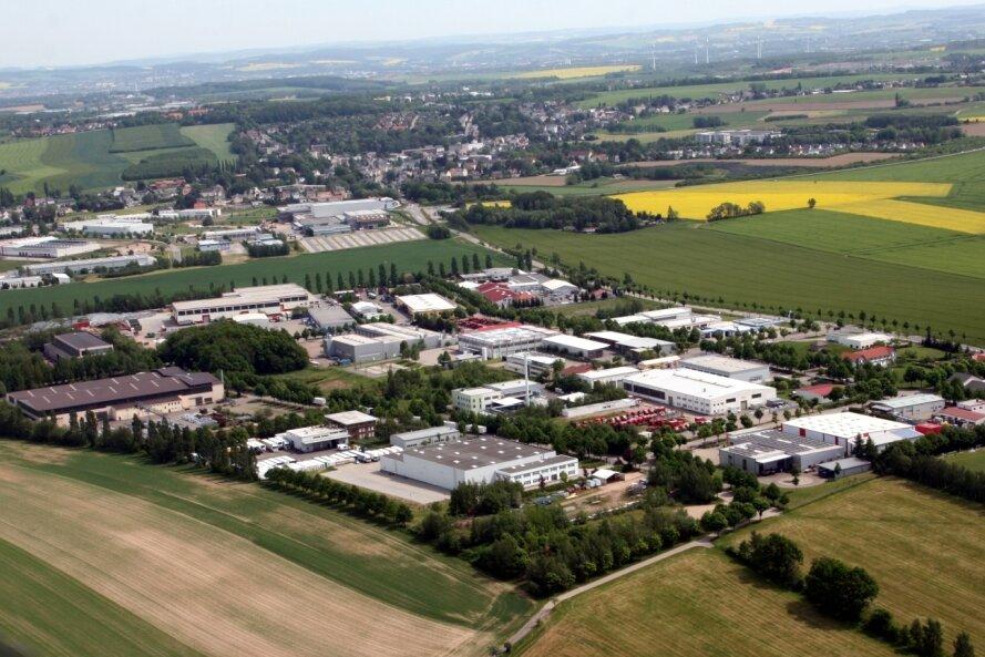 Ein Blick aus der Luft auf das Gewerbegebiet in Mühlau. Der bisher dafür zuständige Abwasser-Entsorger hat angekündigt, die Aufgabe nur noch bis Ende dieses Jahres zu übernehmen.