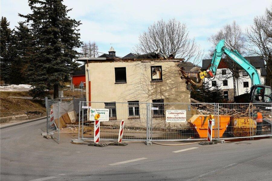 In Hammerunterwiesenthal wird ein unübersichtlicher Kreuzungsbereich entschärft.