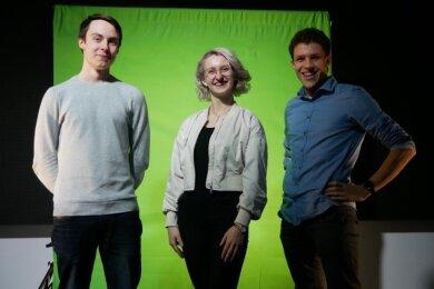 Diese drei Diesterweg-Abiturienten wollen mit ihrem Blog Viertklässlern bei der Wahl ihrer weiterführenden Schule auf die Sprünge helfen: Chris Mollenhauer, Klara Hermann, Julian Gering (von links). Sie sind die schuleigene Experten für Soziale Medien.