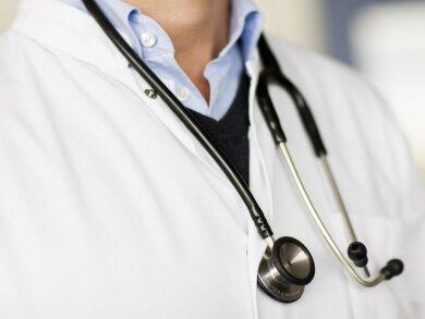 Mit Antibiotika werden Infektionen behandelt, die durch Bakterien ausgelöst werden. Allerdings werden immer noch häufig Fluorchinolone verschrieben: eine Antibiotikagruppe, die schwerwiegende Nebenwirkungen haben kann.