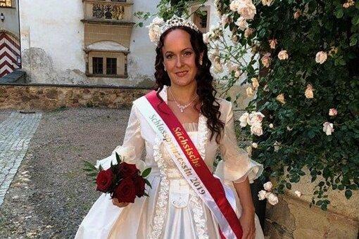 Die Amtszeit der Sächsischen und Glauchauer Schlossprinzessin Jeanette Breitsprecher wurde bis zum Sommer 2023 verlängert.