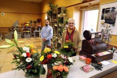 Mit ihrem Blumengeschäft Haedeke ist Ulrike Scholz vorübergehend ins alte Kino gezogen. Das Gebäude hat der Glauchauer Mirko Hummel ersteigert.