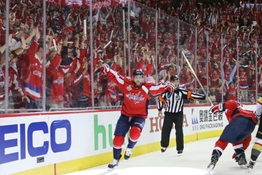 Jewgeni Kusnezow jubelt nach seinem Treffer