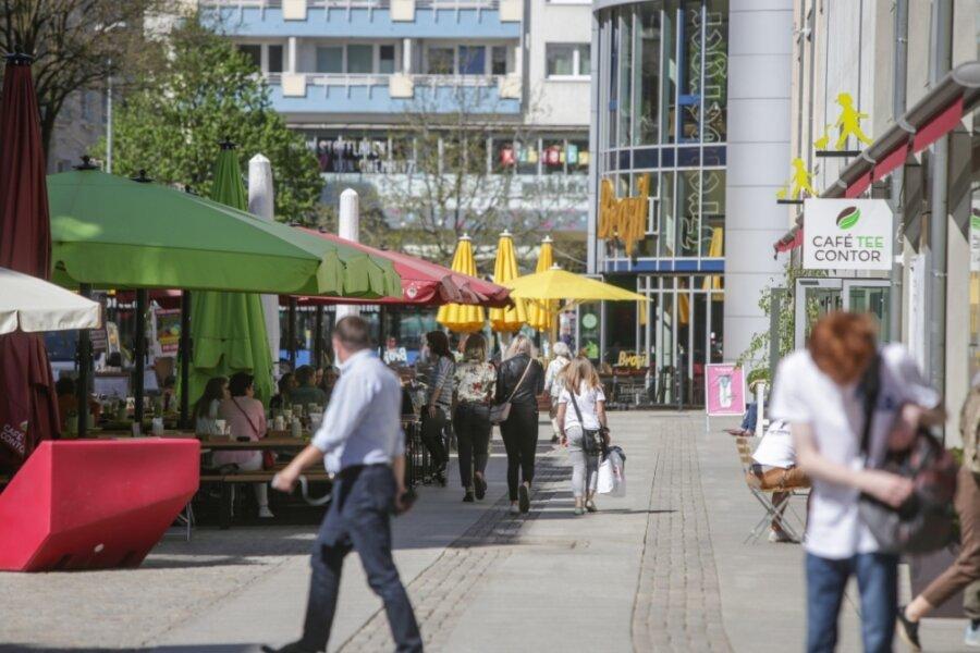 Die Kneipenmeile an der Inneren Klosterstraße gilt als eines der Positiv-Beispiele für die Belebung der Chemnitzer Innenstadt in den vergangenen Jahren. An den Erfolg will das Rathaus nun anknüpfen.