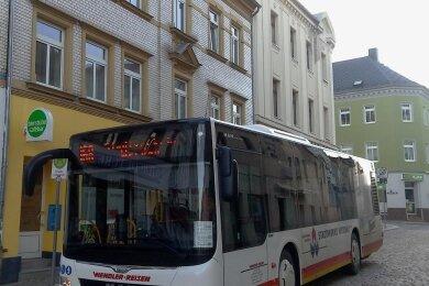 Achtmal hält jetzt der Stadtbus direkt auf dem Markt in Werdau.