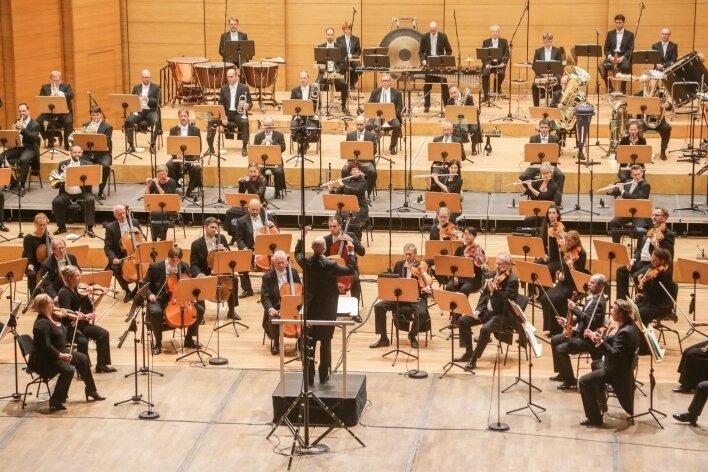 Die Robert-Schumann-Philharmonie im Oktober, mit Abstand.