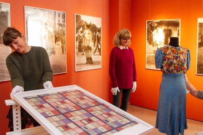 """Das Vogtlandmuseum Plauen und das Kunstgewerbemuseum Dresden eröffnen an diesem Sonntag unter dem Titel """"Nouveautes - Kunstschule und Spitzenindustrie in Plauen"""" eine Ausstellung im Vogtlandmuseum. Der Aufbau ist nahezu abgeschlossen."""