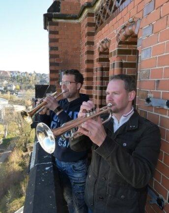 Thomas Hildebrandt (li.) und Sebastian Schlesinger (re.) spielten im Frühjahr 2020 auf dem Turm von St.Nicolai.
