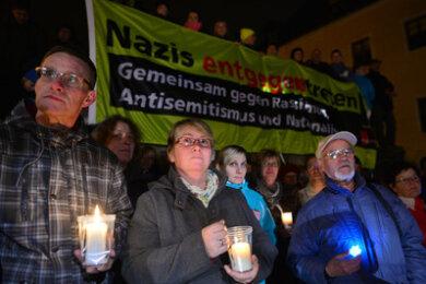 Am Samstagabend versammelten sich bei Gegendemonstrationen laut Veranstalter mehr als 2000 Menschen in der Erzgebirgsstadt, um ein Zeichen gegen Rechts zu setzen.