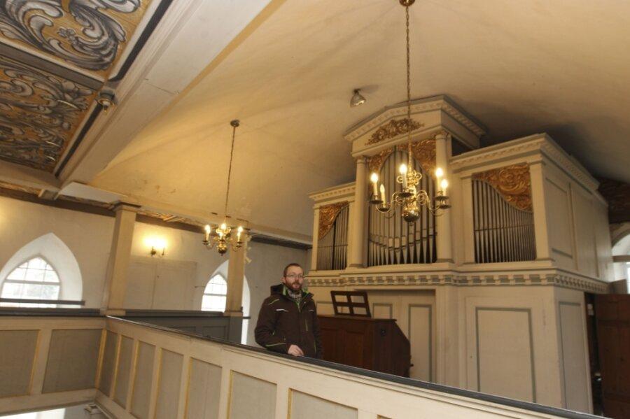 Zum Teilnehmerkreis zählt auch die Kirche von Altensalz - im Bild Kirchenvorstand Daniel Hartenstein. Hier beginnt 20.15 Uhr ein musikalischer Abend im Kerzenschein.