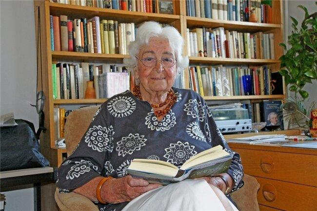 Katharina Kammer in ihrer Augustusburger Wohnung in einer Aufnahme aus dem Jahre 2009.