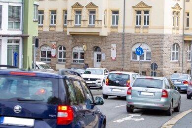 Hier geht's oft turbulent zu: Kreuzung Martin-Luther-/Jößnitzer Straße. Jetzt wird untersucht, wie sich die Situation entschärfen lässt.