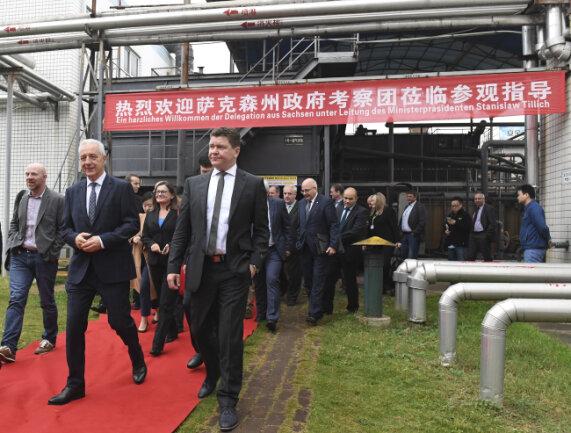 Sachsens Ministerpräsident Stanislaw Tillich (CDU) hat am Freitag mit der Delegation aus dem Freistaat eine Wasseraufbereitungsanlage an einer Tabakfabrik im chinesischen Wuhan besucht.