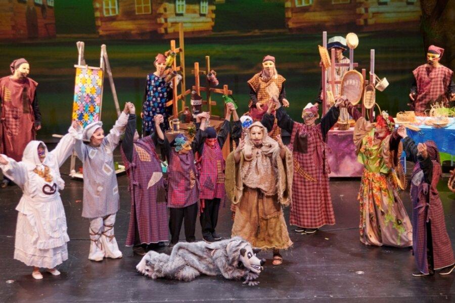 """Drei Tage lang arbeiteten Darsteller des Stücks """"Franz von Assisi"""" auf der Chemnitzer Opernbühne. Am Ende steht nun ein Film über den Gründer des Franziskanerordens, der auch aktuelle Themen aufgreift."""