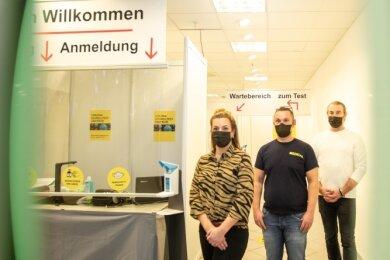 Aus der Not geboren: Die Unternehmer Denise Stöcker, Peter Speer, Stev Hemmerling eröffnen ein Testzentrum in den Kolonnaden.