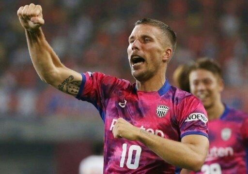 Lukas Podolski feiert mit Vissel Kobe einen 2:1-Sieg