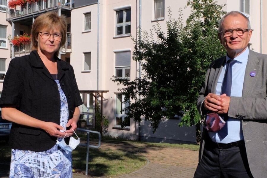 Heimleiterin Steffi Tscheuschner hat in dieser Woche Ulrich Lilie im Zwönitzer Altenpflegeheim Bethlehemstift als Gast begrüßt. Der Präsident der Diakonie Deutschland besucht bei seiner Sommerreise in diesem Jahr Einrichtungen, die besonders von Corona betroffen waren.