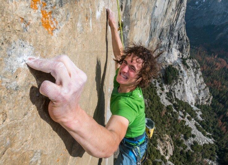 """Fingerübung: Adam Ondra bei der zweiten Begehung der """"Dawn Wall"""" amEl Capitan im Yosemite-Nationalpark in Kalifornien."""