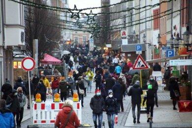 Die Freiberger Altstadt war zum letzten verkaufsoffenen Tag in diesem Jahr gut besucht.