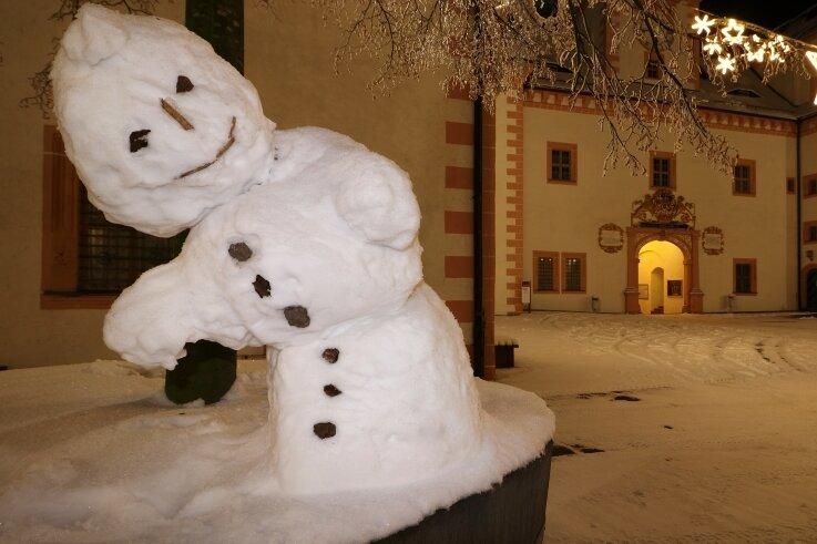 Der Schneemann mit der Maske