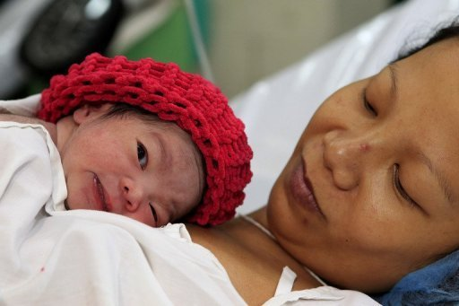 Auf den Philippinen wurde heute symbolisch der siebenmilliardste Mensch begrüßt. Es handelt sich um ein Mädchen, das kurz vor Mitternacht das Licht der Welt erblickte. Laut UNO leben seit heute sieben Milliarden Menschen auf der Erde.