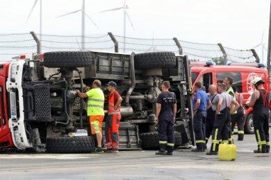 Bremse treten, soll der Trainer noch per Funk verlangt haben. Doch das Auto fiel um.