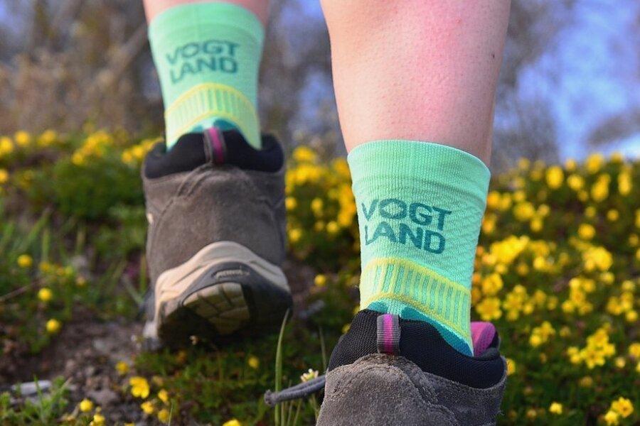 Auf den Wanderwegen ist diese Vogtland-Socke ein echter Hingucker.
