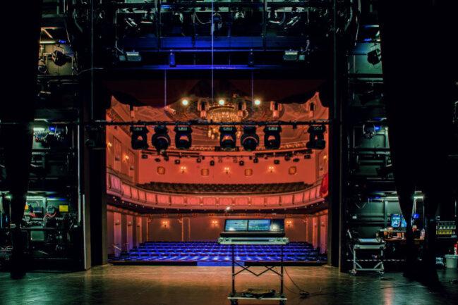 Durch eine umfassende Sanierung wurde das König Albert Theater an zeitgemäße Theatertechnik angepasst, welche vielseitige Perspektiven für die Zukunft eröffnet.