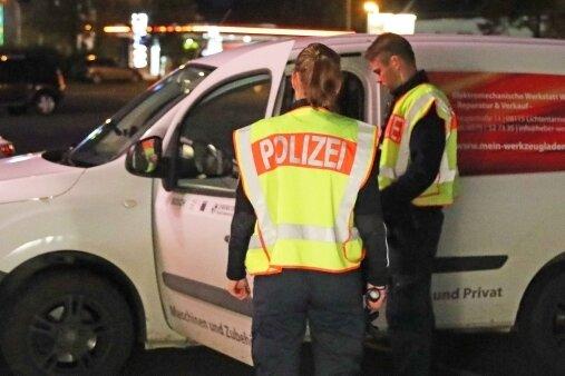 Scheinwerfer, Blinker, Rück- und Bremslichter: Die Werdauer Polizisten haben vor allem die Beleuchtung der Fahrzeuge überprüft.