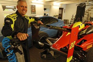 Der Bolide von Danny Luderer ist für das Formel 3 Rennen in Monza startklar. Am Donnerstag brach das Team in Richtung Italien auf.