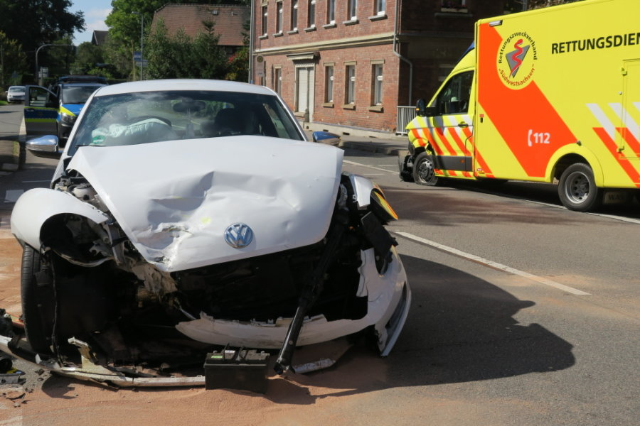 Zwei Schwerverletzte bei Unfall mit Rettungswagen in Lichtentanne