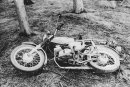 Der Tatort, wie ihn die Polizei am 10. April 1987 vorfand. Heike Wunderlich war mit dem Simson-Moped unterwegs, bevor sie ermordet wurde.