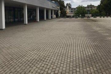 Auch auf dem Innenhof des Unicent in Freiberg ist das Unkraut beseitigt worden.