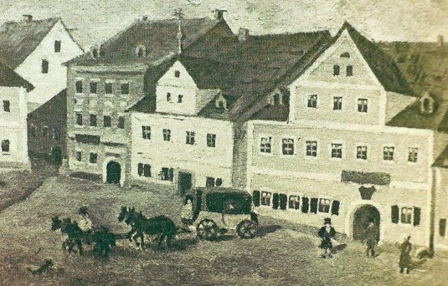 Am Neustadtplatz war einst (rechts) die Posthalterei. Goethe übernachtete an diesem Platz im August 1795. Nach 1852 zog die Post vom Neustadtplatz an die Bahnhofstraße, heute ein Teil der Kolonnaden.