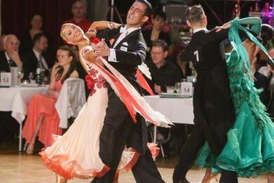 Hochkarätiger Tanzsport - wie hier bei einem Turnier 2016 - ist regelmäßig in der Stadthalle zu sehen. An diesem Wochenende sind wegen der Coronapandemie aber nur wenige Zuschauer zugelassen.