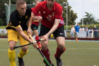 Die Freiberger Hockeyspieler haben die Vorrunde des Sommercups mit einem 1:2 gegen den ESV Dresden beendet. Im Sportpark Hainichener Straße traf nur Alexander Kasperidus (l.) für die Gastgeber.