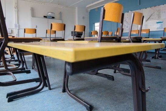 Nicht überall im Vogtland bleiben während der Sommerferien die Schulbänke leer. Es gibt verschiedene Angebote, um den durch die Coronapause bedingten Rückstand aufzuholen.