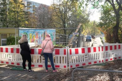 Unterhalb der Bildmitte schlummert die Bombe: Nach dem Fund bei Baggerarbeiten am Mittwoch gegen 16 Uhr wurde in Chemnitz ein Sperrkreis von zwei Kilometern Durchmesser angeordnet. Wenn die Bewohner evakuiert sind, beginnt die Entschärfung durch den Kampfmittelbergungsdienst.