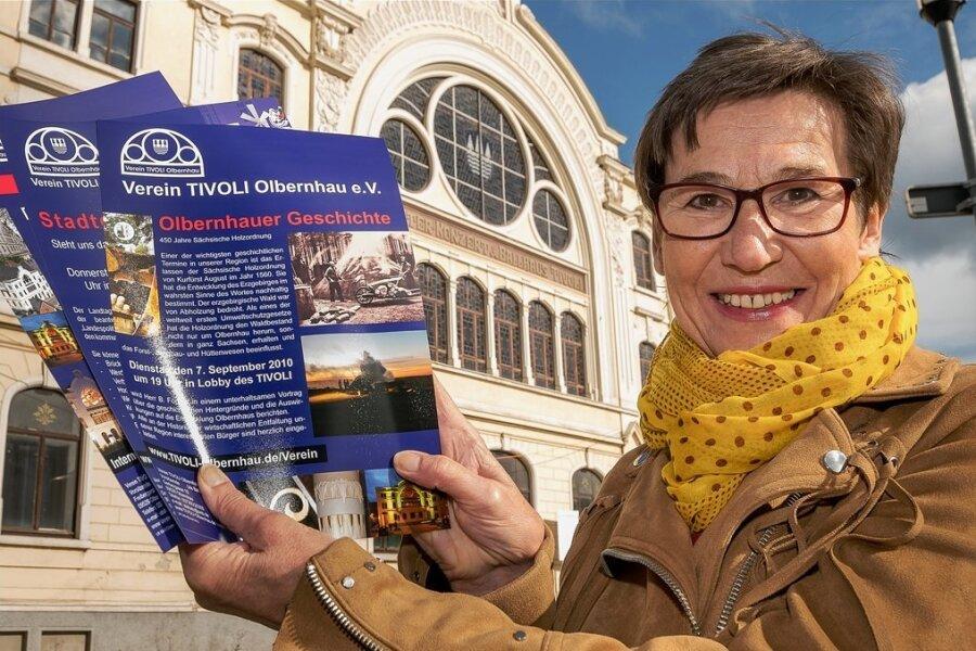 Ute Batz, Vorsitzende des Tivoli-Vereins, lädt zum 100. Stadtgespräch ein. Veranstaltungsort ist schon länger nicht mehr das historische Gebäude selbst, sondern das Theater Variabel.
