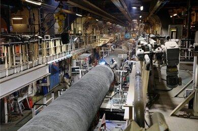 Auf Schiffen werden die Rohre für die Nord Stream 2 verschweißt und dann auf dem Ostsee-Grund verlegt. Es fehlen noch etwa 150 Kilometer. Derzeit ruhen die Arbeiten aber wegen verhängter US-Sanktionen.