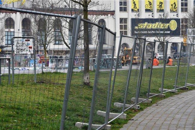 Der Konkordiapark ist am Morgen mit Bauzäunen abgesperrt worden.