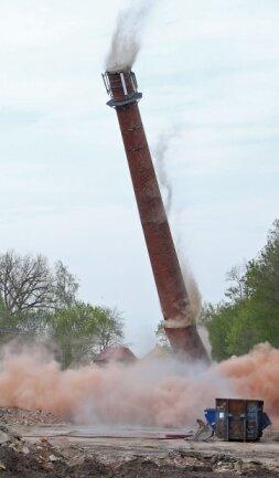 Etwa 4,5 Kilogramm Sprengstoff waren für die Sprengung der Funpark-Esse erforderlich.