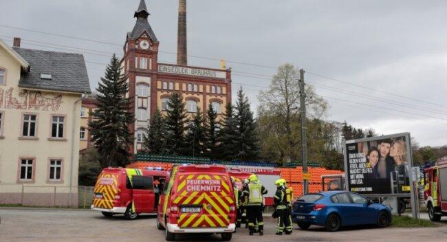 Rund 60 Einsatzkräfte der Berufsfeuerwehr Chemnitz sowie von fünf freiwilligen Wehren sind gestern zum Einsiedler Brauhaus gerufen worden.