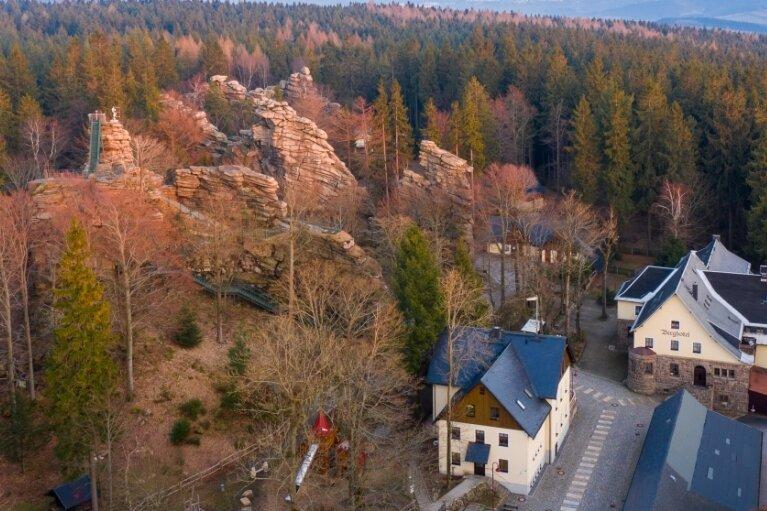 Die Greifensteine und die Naturbühne bildeten einen Teil der Kulisse des vierten Erzgebirgskrimis im ZDF. Gleich zwei Morde mussten dieses Mal aufgeklärt werden.