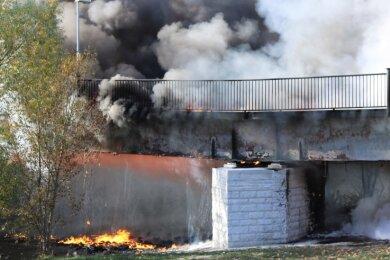 Am 12. Oktober 2018 wurde die Geh- und Radwegbrücke, die in Flöha den Baumwollpark mit dem Einkaufszentrum an der Augustusburger Straße verband, durch ein Feuer zerstört.
