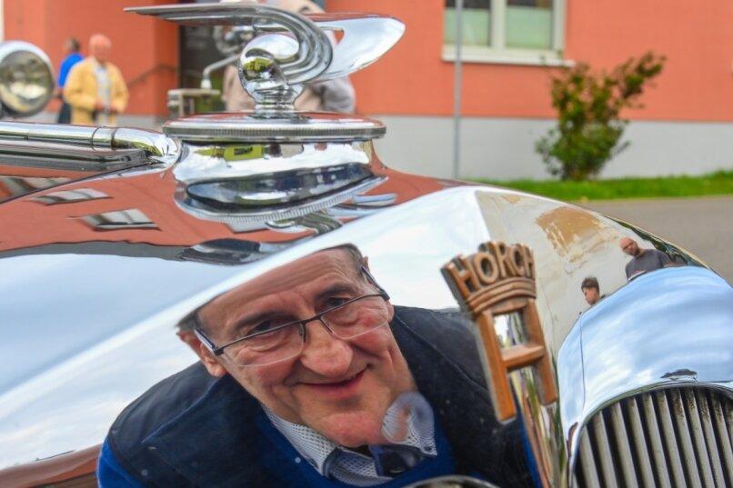 Oldtimerfan Hans-Jürgen Löffler aus Reichenbach mit seinem Horch 853 Sport-Cabriolet, Baujahr 1937, hier bei der Wiedereröffnung der Liebaustraße 2020, schwört auf Premium-Kraftstoff ohne Bioethanol.