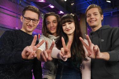 """Die Kandidaten Samuel Rösch, Eros Atomus Isler, Jessica Schaffler und Benjamin Dolic (von links), Finalisten der Castingshow """"Voice of Germany""""."""