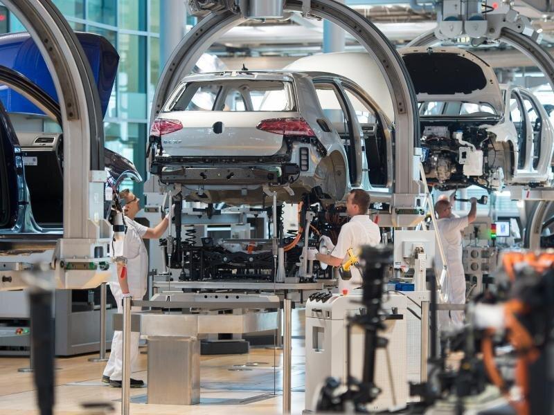 E-Golf-Produktion in der Gläsernen VW-Manufaktur in Dresden.