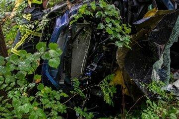 Der Fahrer musste bei Biesern von Einsatzkräften aus dem Fahrzeug geborgen werden.