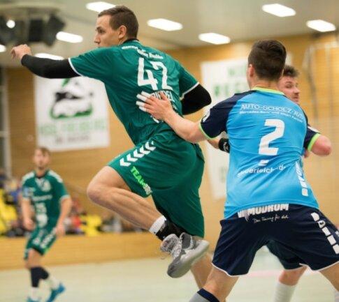Mit Schwung: Gegen den HBV Jena hatte Erik Riedel sein zweites Oberligator erzielt, in Aue war er dann sogar bester HSG-Werfer.